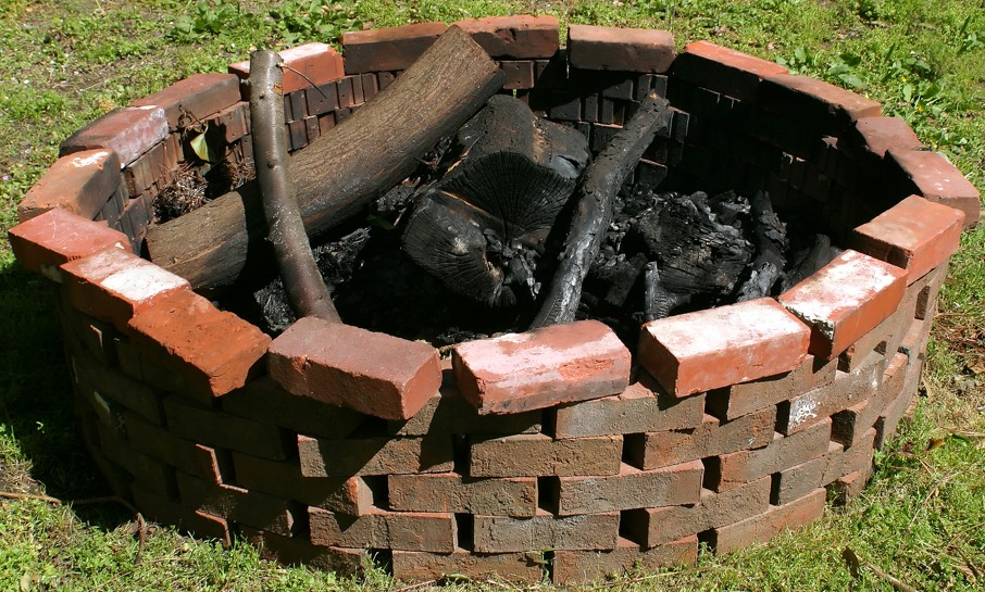 A fire pit in the day time