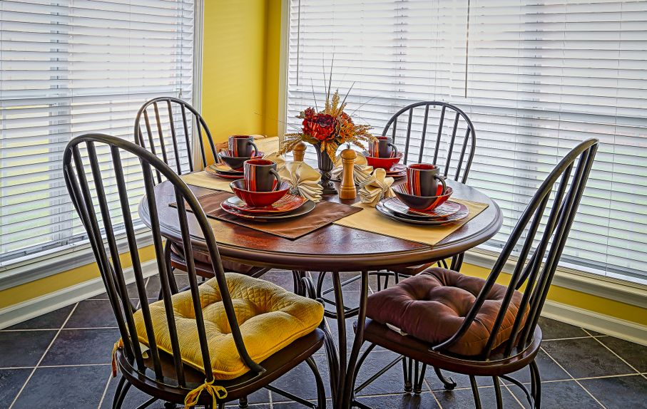 Breakfast nook with earth tone table décor