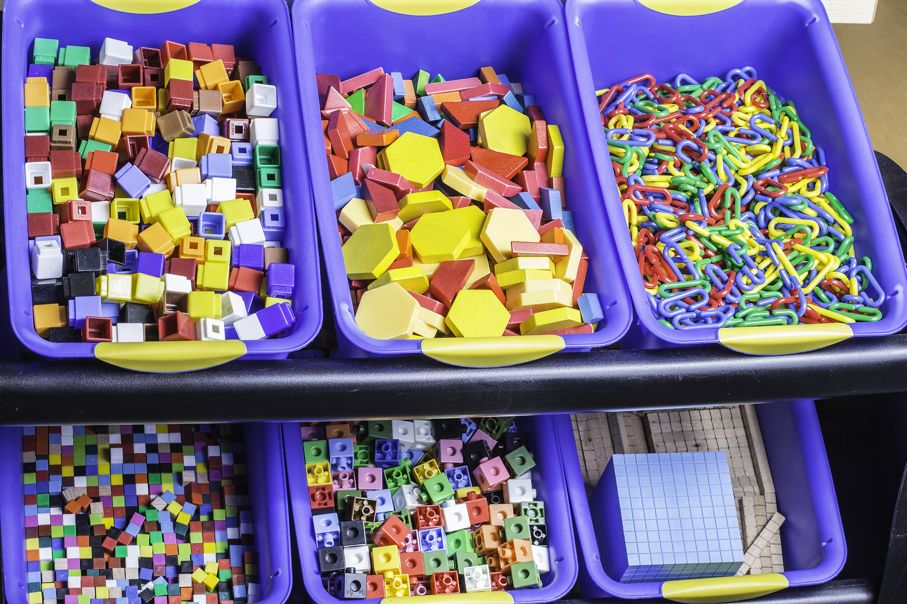 Large bins of building blocks