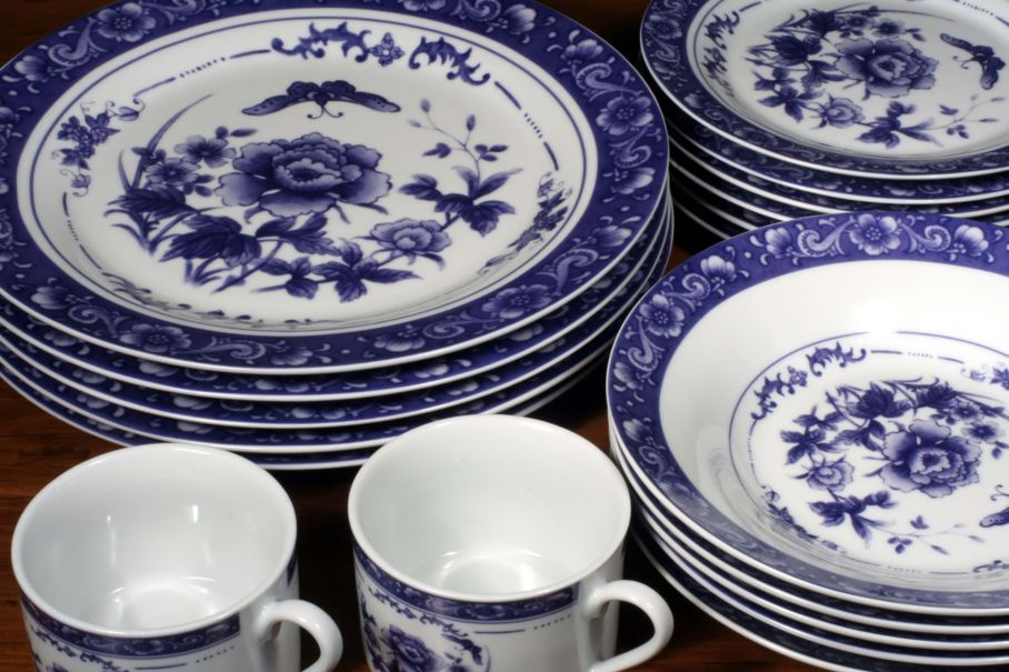 white and blue dinnerware