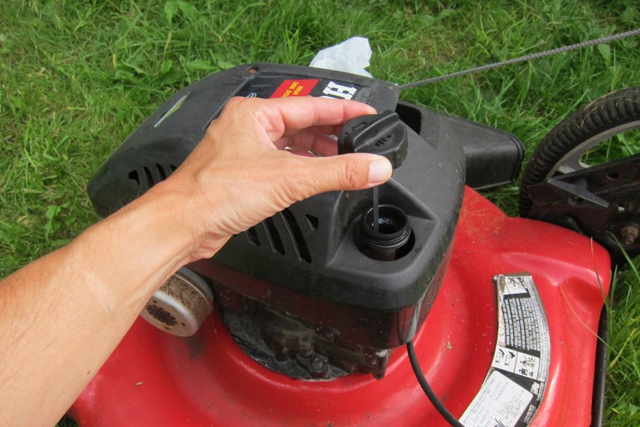 How To Change The Oil In Your Lawn Mower With These Tips