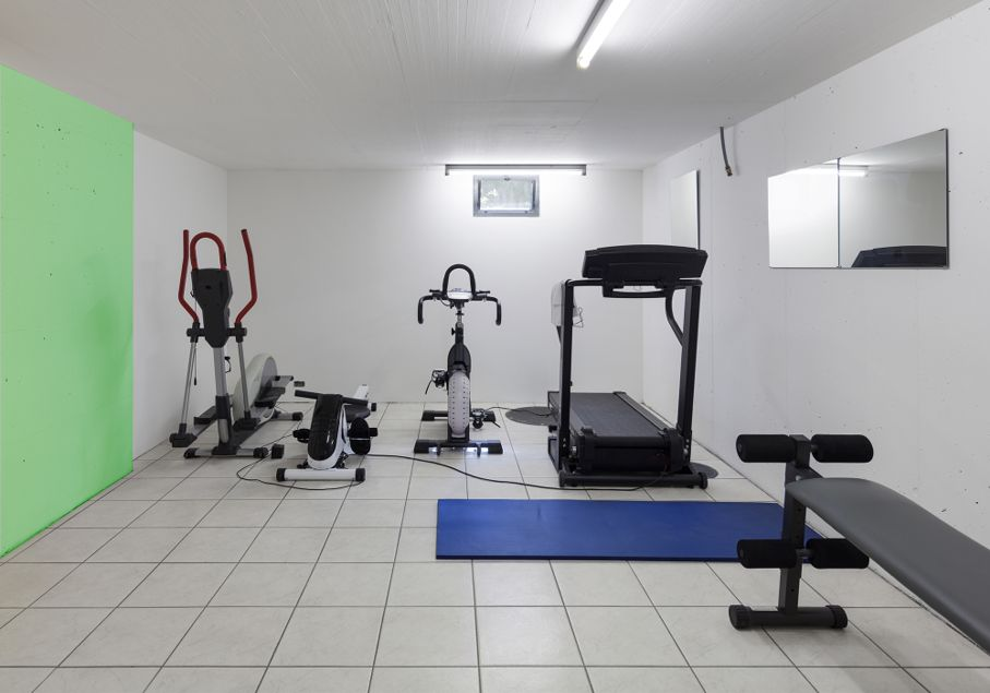 Create a home gym in your basement house tipster