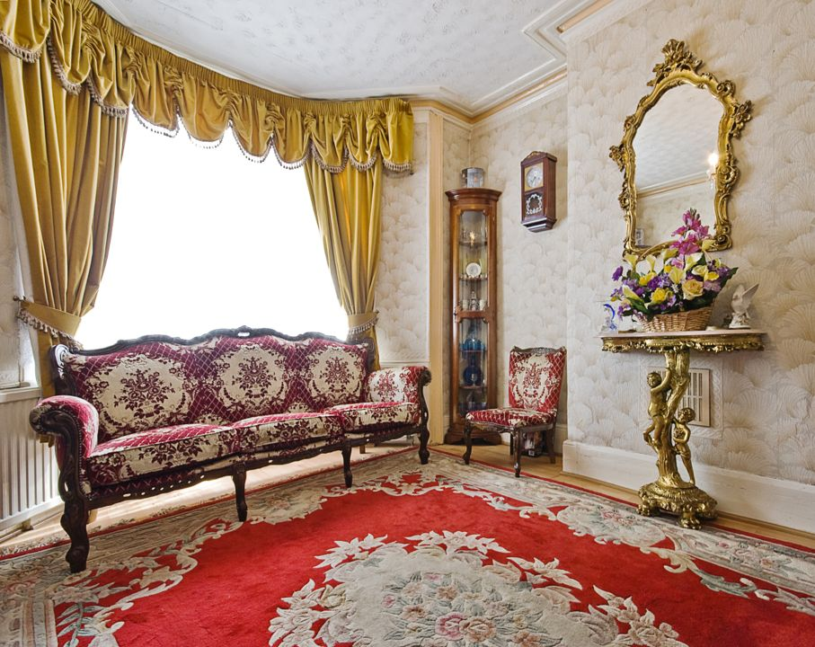 Dramatic Ways To Turn Your Living Room Into A Victorian Parlor