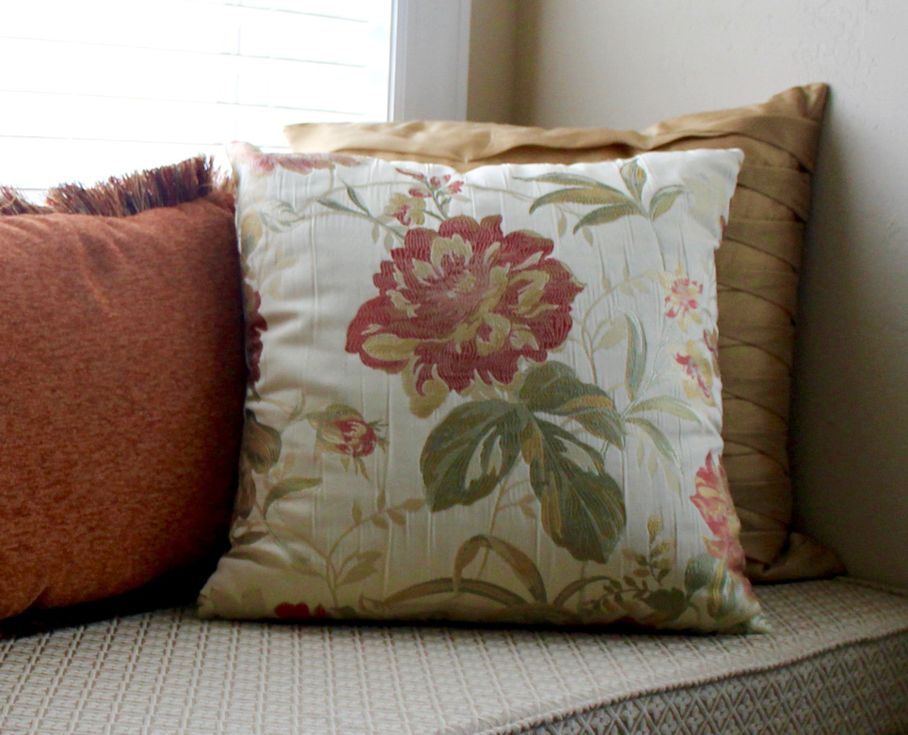 Use Throw Pillows To Enhance Your Home's Design Style House Tipster Simple How To Use Decorative Pillows